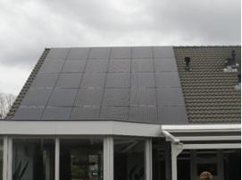 Mijn dak nadat de zonnepanelen zijn geinstalleerd